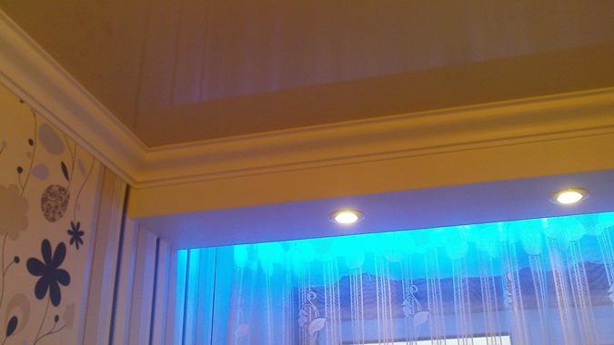 Ниша для штор в натяжном потолке с подсветкой