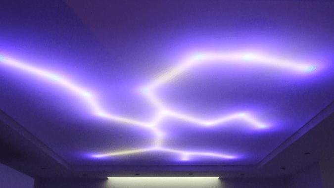 Светодиодная молния на потолке