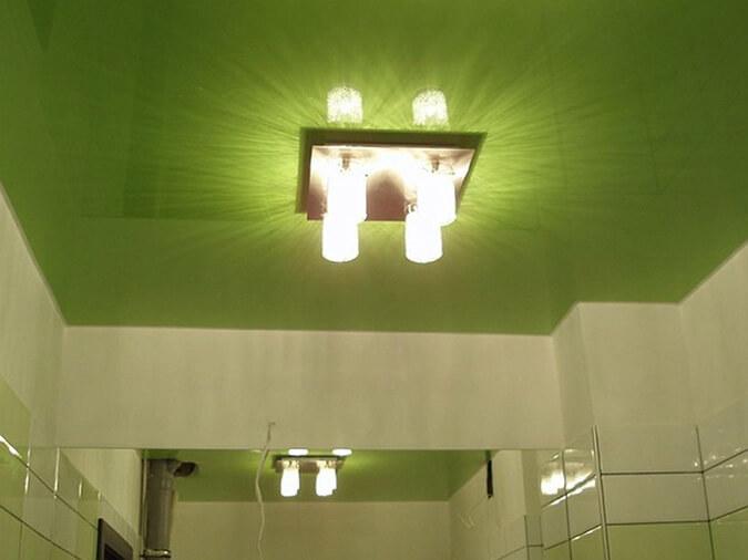 Люстра на натяжном потолке