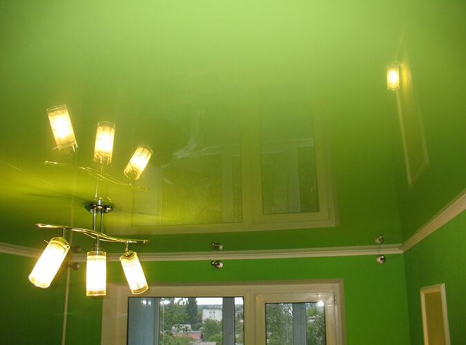 Ярко зелёный натяжной потолок
