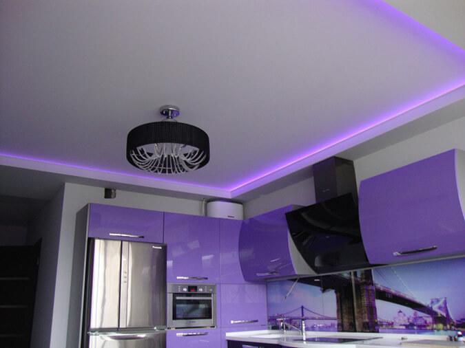 Люстра и подсветка светодиодная с натяжным потолком