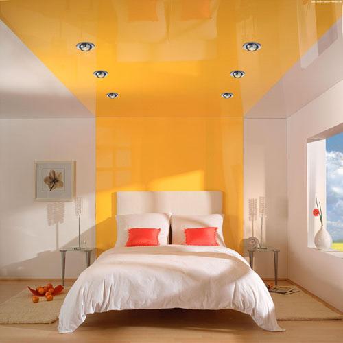 Натяжной потолок ПВХ в спальне
